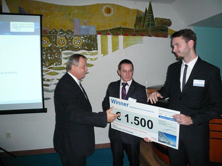 Odovzdávanie šeku víťazom súťaže Nemetschek Structural User Contest  2013